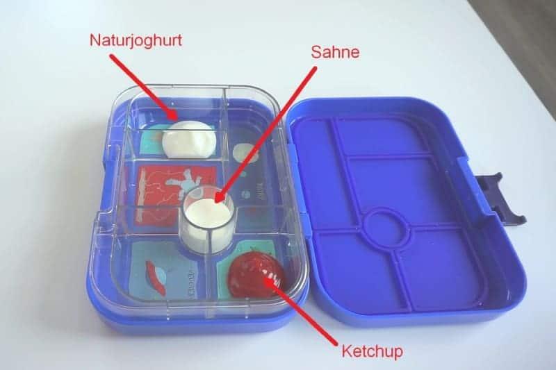 Test der Auslaufsicherheit mit Ketchup, Sahne und Joghurt