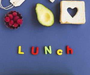 BentoBox für Kinder, Toast mit Herz, Avocado und Teebeutel